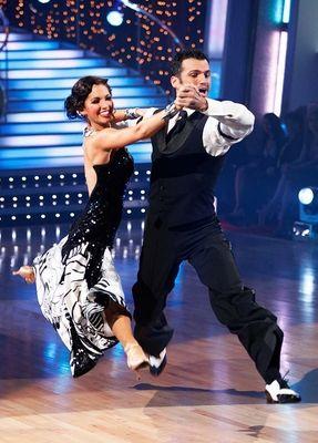 Melissa Rycroft & Tony Dovolani dancing quickstep - #DWTS Season 9