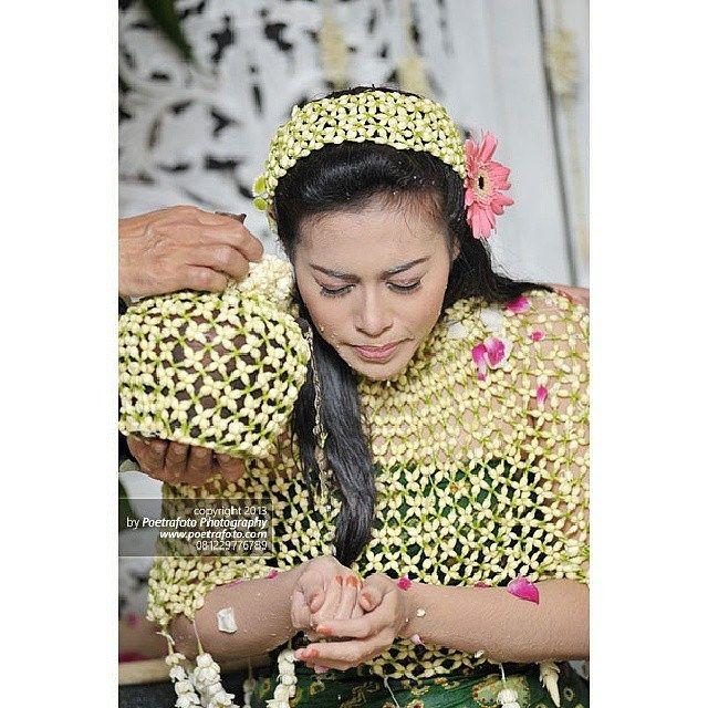 #Foto Prosesi Siraman #Pernikahan Adat #Jawa Ella & Ari di #Yogyakarta #weddingphoto by Poetrafoto Photography, http://poetrafoto.com