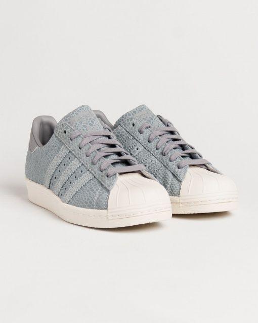 Sneakers pour femme de marque adidas gris. Collection automne / hiver 2015 vendue par Shop Majestic au prix de 120 €. Shop majestic, le site référence de la chaussure et Sneakers femme
