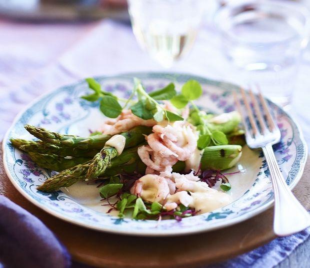 Grillede asparges med rejer og spirer | ISABELLAS