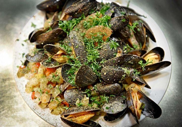 In de hippe Dansaertwijk van Brussel vind je visrestaurant Noordzee (ook wel Mer du Nord genoemd). Hier serveren ze de beste vis in een relaxte sfeer, vergezeld door goed bijpassende wijnen. Op het menu vind je uiteenlopende gerechten, van amuses tot verfijnde hoofdgerechten en van oesters tot natuurlijk fruits de mer. Alles staat in het …