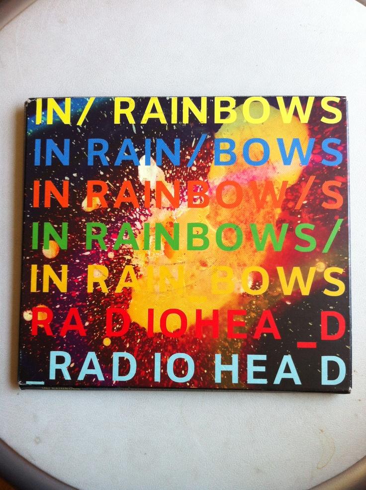 Junto a OK Computer, mi disco favorito de Radiohead. Después de casi 4 años sin novedades Radiohead sorprende con su séptima placa titulada In Rainbows. Canciones frescas, reminiscencias al pasado, menos electrónica. Un disco redondo que bajé de internet haciendo vigilia y que compré el mismo año 2007.
