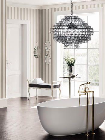 Come arredare il bagno in stile moderno: riflessi dorati e forme morbide aggiungono fascino alla home spa, sensuale e riservata
