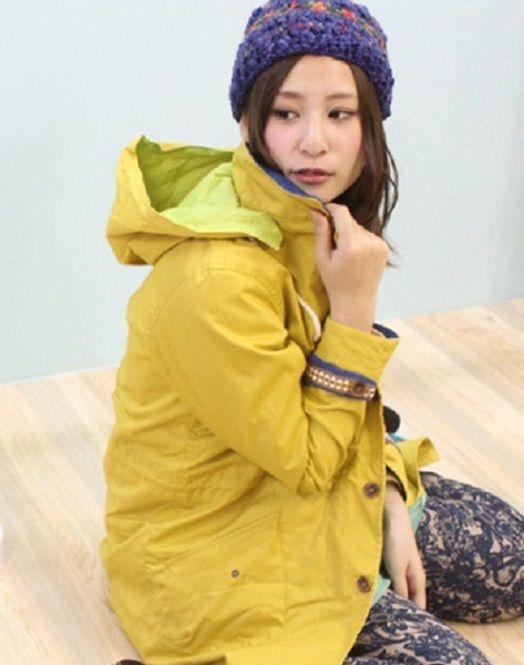 暗くなりがちなところに元気カラーを♪ <秋冬ファッション マウンテンパーカー・レディース>