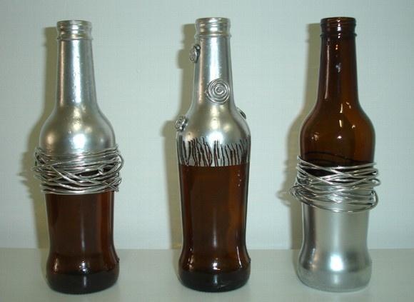 Garrafa reciclada com pintura e aplicação de arame de alumínio e contas de resina R$ 15,00 cada R$15,00