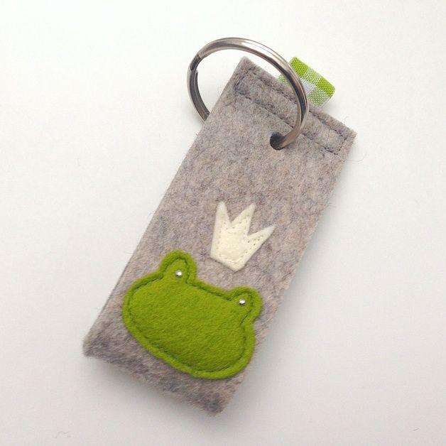 Schlüsselanhänger - Schlüsselanhänger - Froschkönig - ein Designerstück von…