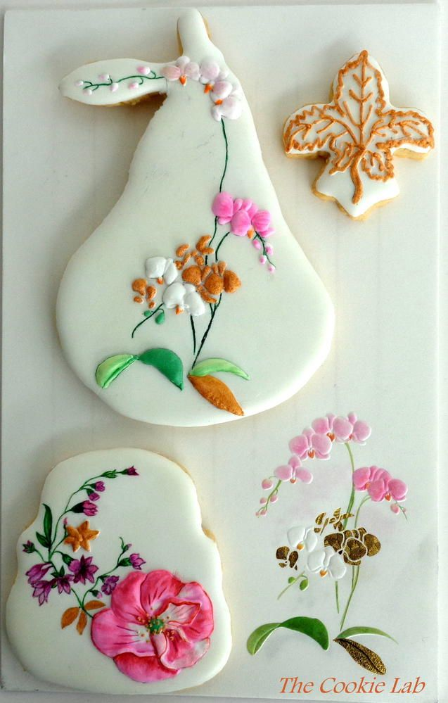 A touch of Gold!      By The Cookie Lab - Bolachas decoradas arte    https://www.facebook.com/pages/The-Cookie-Lab-Bolachas-Decoradas-Artesanais/296345657141199?ref=hl