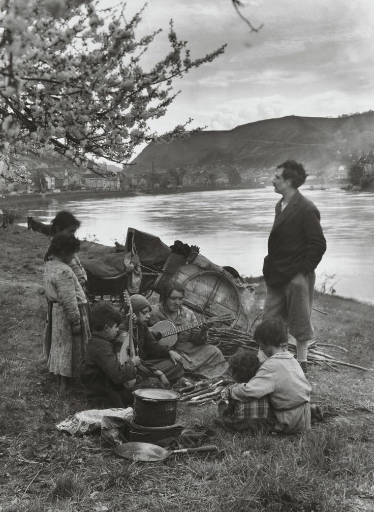 August Sander. Gypsies on the Moselle. 1931.