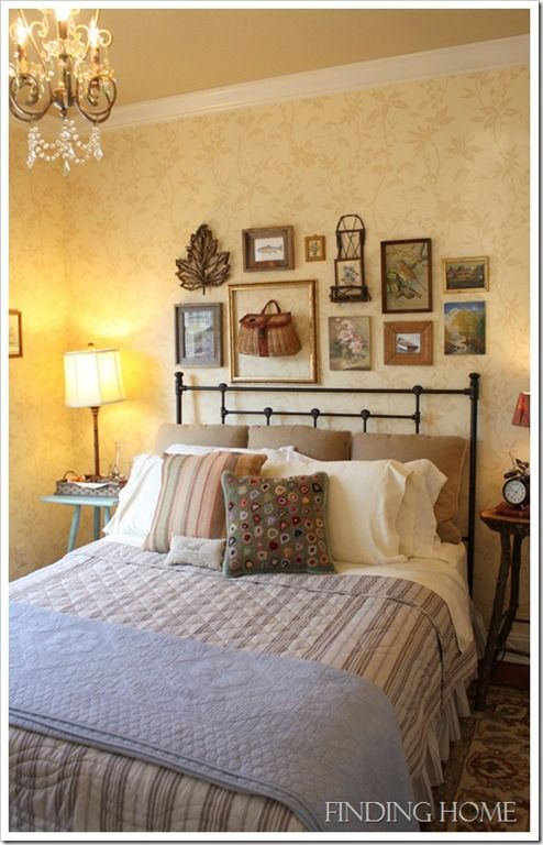 GuestBedroomGalleryWallatFindingHome thumb Bedroom Decorating Ideas: Gallery Wall