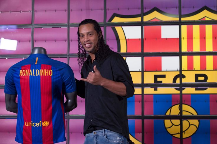 Ronaldinho launches singing career by releasing his first single following the Barcelona and Brazil