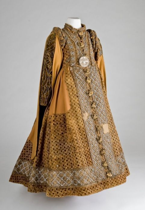 60 Examples Of Real Medieval Clothing - An Evolution Of Fashion | MorgansLists.com - 1600, child's dress