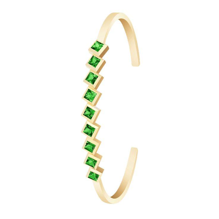 #MelissaKayeJewelry Margo #bracelet in #18k yellow #gold with green #tsavorite #garnets #jewelry #finejewelry #yellowgold #tsavoritegarnet #gemstones #fashion #style