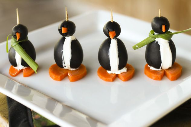 Black Olive Penguins. So cute!Penguins Olive, Fun Food, Food Ideas, Black Olive, Penguins Appetizers, Parties Ideas, Favorite Recipe, Olive Penguins, Cream Cheeses