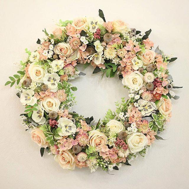 Veľký veniec z jarných sirôtok  #cistapriroda #kvetysilvia #kvetinarstvo #kvety #spring #love #instagood #cute #follow #photooftheday #beautiful #tagsforlikes #happy #like4like #nature #style #nofilter #pretty #flowers #design #awesome #yellow #home #handmade #flower #summer #floral #naturelovers #picoftheday #green