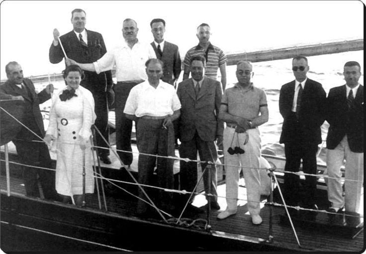 Atatürk, Afet İnan ve Celal Bayar ile Moda Deniz Kulübü önünde yelken yarışlarını izlerken - 1Temmuz1935