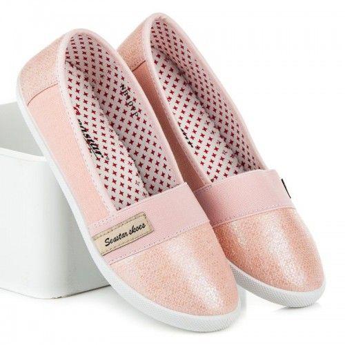 Dámské baleríny Seastar Somret růžové – růžová Baleríny ve sportovním střihu jsou vyrobeny z pohodlného textilu. Špička a zápatí balerín je vyrobeno v lesklém provedení. Na svršku se nachází nášivka značky Seastar. Určitě je využijete …