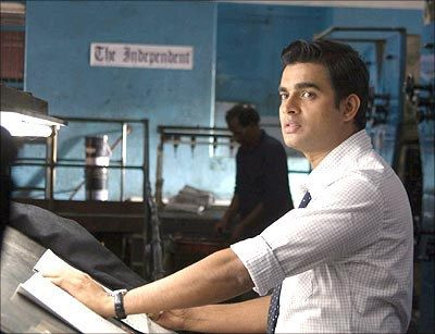 Look at him being all professional. Professional heart-stealer. | 16 Pictures Of R. Madhavan That Will Totally Justify Your Childhood Crush