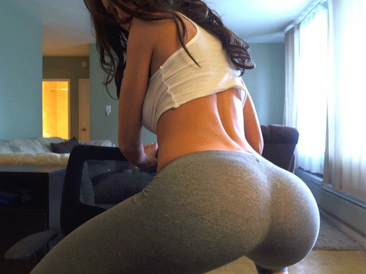 Kim Kardashian in Yoga Pants