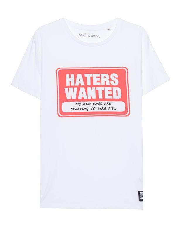 """Bio-Baumwoll-Shirt mit Print Das dynamische Label Addmyberry überzeugt modisch auf ganzer Linie...  Gerade geschnittenes weißes T-Shirt aus Bio-Baumwolle mit witzigem """"Haters Wanted""""-Print und Label-Patch vorne sowie einem Rundhalsausschnitt.  Ein lässiges Shirt für jeden Tag..."""