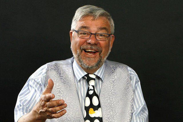 Sådan som mange husker komikeren Jan Monrad - med et bredt smil og en sjov vittighed på læben. Jan Monrad døde fredag af en blodprop. PR Foto.