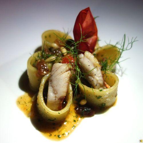 Pâtes artisanales _Mezzi Paccheri_, rougets, fenouil sauvage, pignons de pin et…