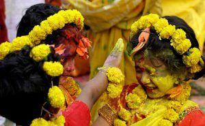 Holi celebrations in Shantiniketan, Bengal GetMeCab