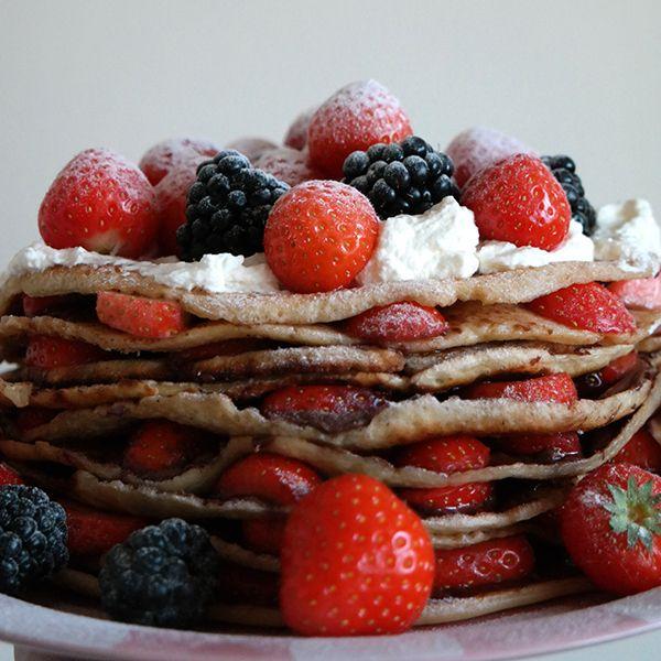 Mm.. Pannenkoeken en een taart in één! Wat kan nu beter zijn dan dat? Dit makkelijk te maken recept is perfect voor Moederdag.