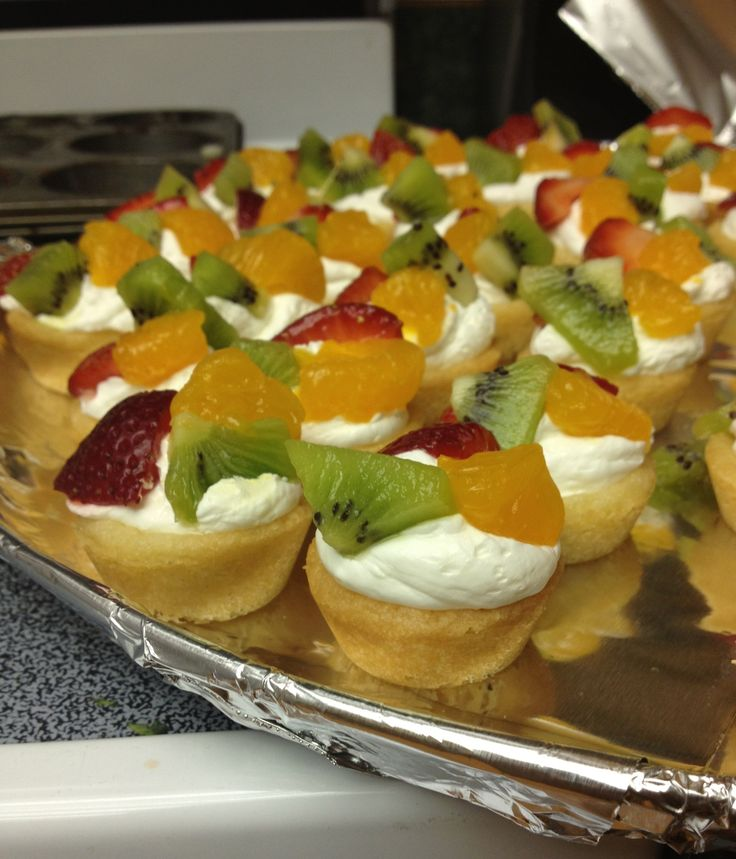 Mini fruit pizza! Too cute! | food. oh yummy food | Pinterest