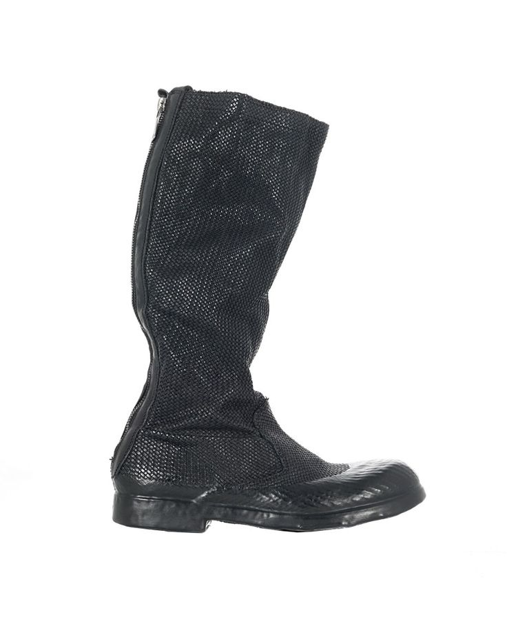 O.X.S. RUBBER SOUL TWISTED LEATHER BOOTS Black boots twisted leather round toe rubber sole and shoe upper inner and back zipper zipper closure Heel:2 cm