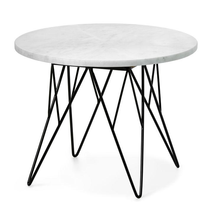 Livia är ett trendigt soffbord med skiva i äkta polerad marmor. Alla skivor är unika och bör behandlas med försiktighet eftersom det är ett naturmaterial. Det har ett läckert underrede i svartlackerad metall. Livia passar in i många stilar och blir en fin detalj i rummet. Soffbordet finns även i en större storlek.