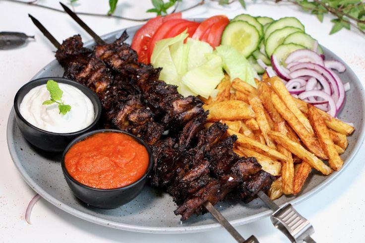 Vegansk kebabtallrik – Jävligt Gott Festivalkäk med Bråvalla | Jävligt gott - vegetarisk mat och vegetariska recept för alla, lagad enkelt och jävligt gott.