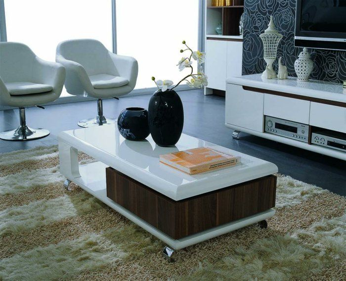 wohnzimmer einrichten ideen funktionaler couchtisch sessel schwarze dekovasen