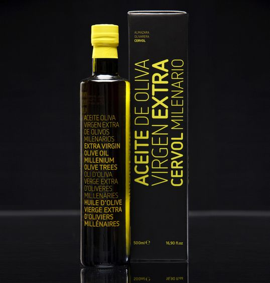Spanish Olive Oil packaging by Ignasi Boza. Fabulous packaging, colour and typography!