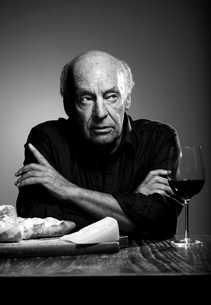 """Eduardo Galeano, Uruguay. """"Ojalá podamos ser desobedientes cuando recibimos órdenes que humillan nuestra conciencia o violan nuestro sentido común."""""""