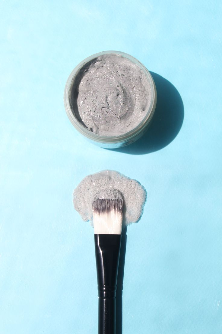 Elizavecca Milky Piggy Carbonated Bubble Clay Mask is a creamy clay mask that purges pores of excess sebum and trapped dirt, giving you purer, clearer, more radiant skin.