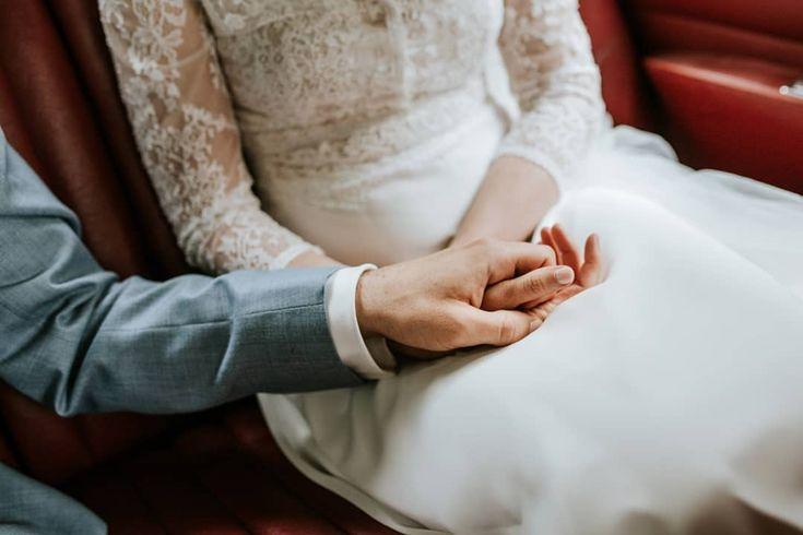 Hallo Neue Woche Und Abkuhlung Ich Bin Dann Mal Bei Der Bildbearbeitung Es War Eine Sehr Intensive Aber Sehr Schone Hochzeitswoche Holding Hands Wedding