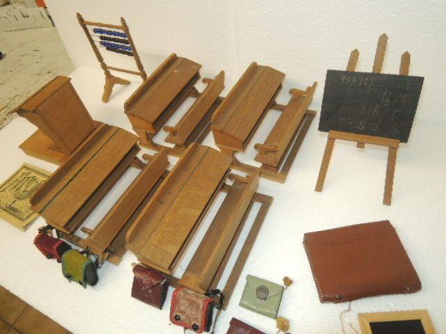 Dachbodenfund : alte Schuleinrichtung ,Schulbänke ,Schultaschen ,etc.um 1900 II