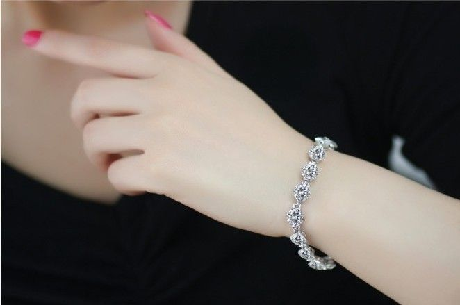 perhiasan berlian adalah salah satu yang paling mewah dan menarik, salah satunya gelang berlian menarik yang akan kita bahas dari salah satu toko di Jakarta