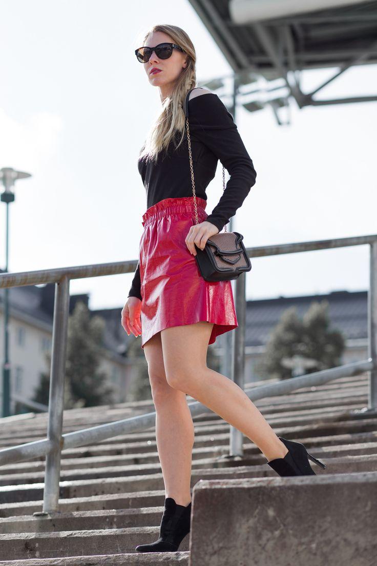 Red Leather: Zara skirt & heels, Alexander McQueen bag, Gucci shades