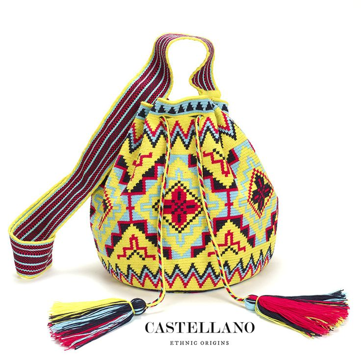 By buying this mochila bag you are supporting the Wayuu craftsmanship and empowering women in this ethnic community to develop their skills and have a better standard of living.
