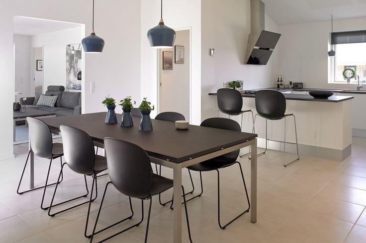Moderne køkken/alrum med Designa køkken.