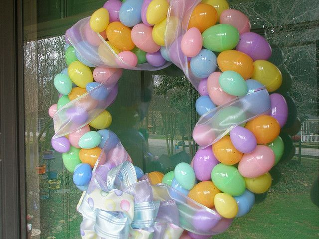 easter wreathCrafts Ideas, Cute Ideas, Wreaths Make, Front Doors, Easter Wreaths, Easter Eggs, Eggs Hunting, Bags, Easter Ideas