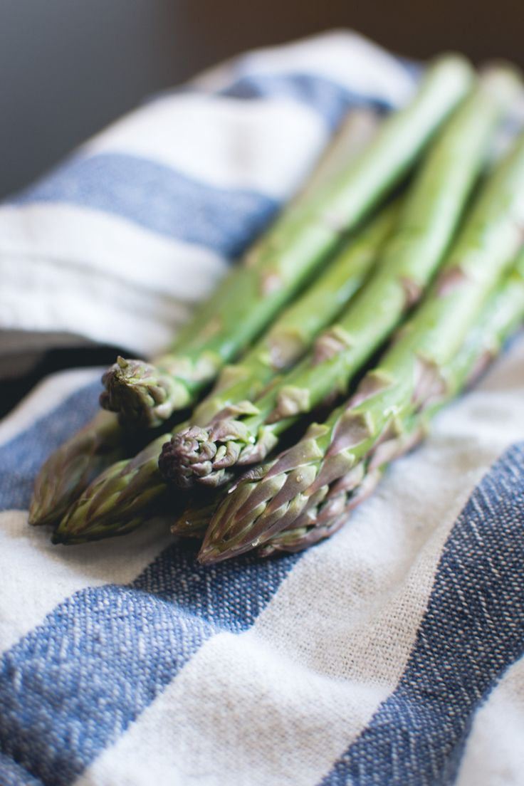 Fresh asparagus foodiesfeed.com - download this beautiful picture in hi-res for FREE from foodiesfeed.com / #free #download #hires #foodphotography #food #picture #photography #design #nocopyright #fresh #asparagus #vegetables #healthy #primal #paleo Free food pictures