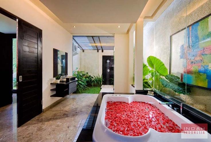 Villa Moonlight - Master Bathroom