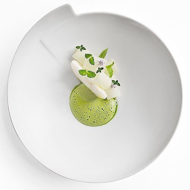Signe is a very good photographer who makes pictures from famous chefs like @ronnyemborg , you can see her work on the account @signebirck ... you won't regret the visit I promise! ・・・ This #apple dish by @ronnyemborg If you also want to get featured and get the opportunity to share your story about your meal at berlinerspeisemeisterei just tag your best dish with #instagramselected and wait for my respond! #icecream #wildchefs #theartofplating #food #foodporn #yum #instafood #yummy…