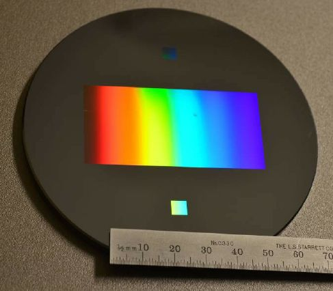 Fig. 1. A 600 lines/mm diffraction grating fabricated by DWL.