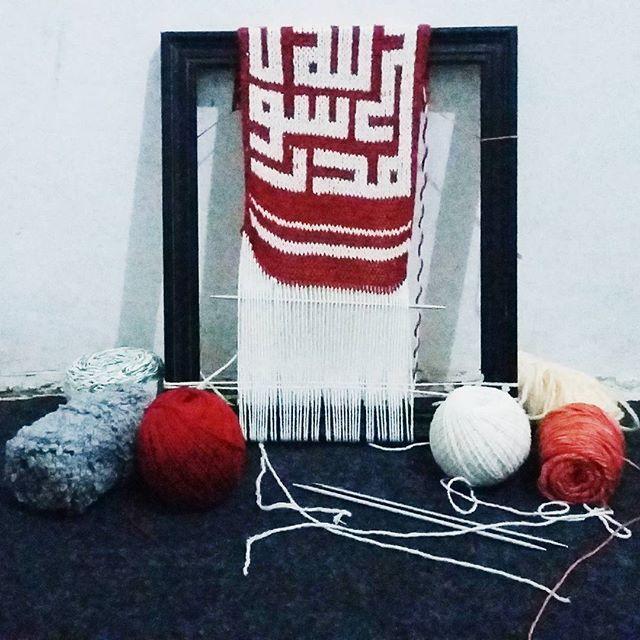 After experimenting with tapestry crochet, now I try to combine knitting with calligraphic motifs weave fair isle. I hope managed in accordance with what I want.. :-) #myproject #design #observeimitatemodification #knitting  #breien #weaving #fairisle #calligraphy #kufi #islamiccalligraphy #mydesign #kaligrafirajut #knitweave #knitcalligraphy #knitweavecalligraphy #lelakiperajut #karenaakuinginbisa #akupastibisa #ayokreatif #rajutersboy #AmatiTiruModifikasi #kriyatekstil #indonesianknitter
