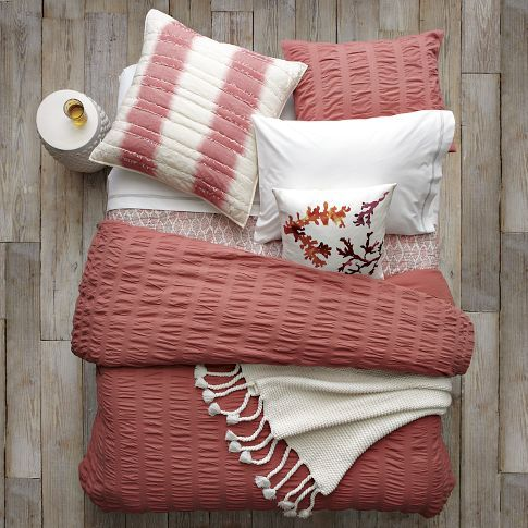 west elm video how to layer a stylish bed coral bedding and coral. Black Bedroom Furniture Sets. Home Design Ideas