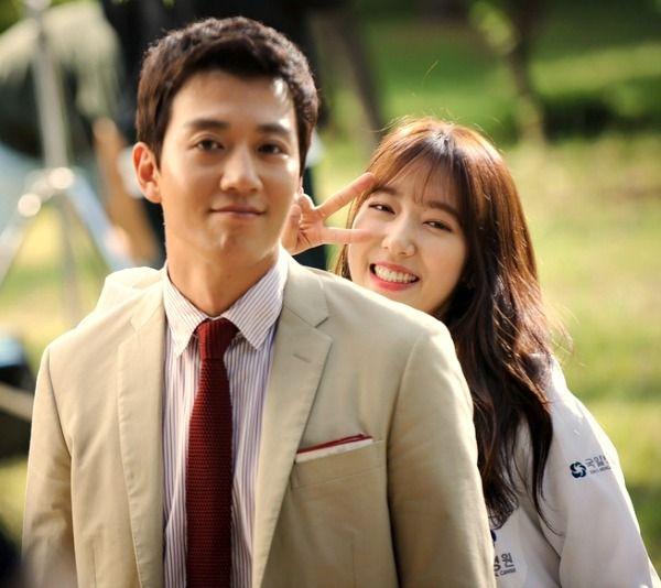 Park Shin-hye, Kim Rae-won smile for the cameras on set of Doctors » Dramabeans Korean drama recaps Doctors follows Jackpot and premieres June 20.