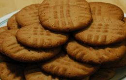 Microwave Peanut Butter Cookies: so glad I found these. I did have one for 3 ingredient microwave cookies but this is close